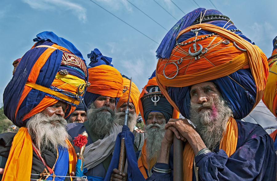 1_Group_of_Nihangs_(Sikh_warriors)_with_embellished_turbans.jpg