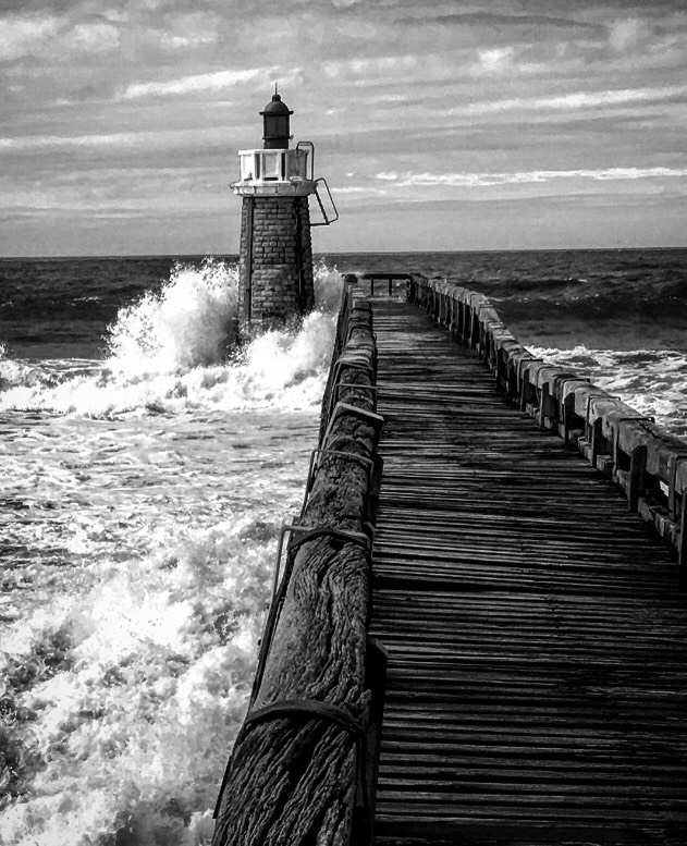 IMG_1219-Pays-basque-Cap-Breton-Light-tower-wave-BW.jpg